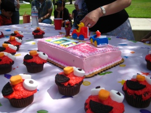 Elmo cupcakes: great treats for a birthday party, no matter how old you're turning.